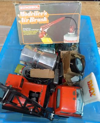 Mixed box of vintage toys etc