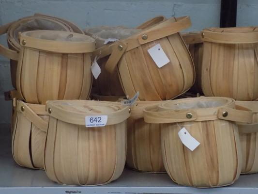 20 new small wicker tubs