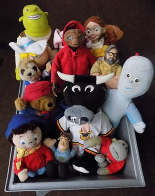 Box of mixed collectable teddies