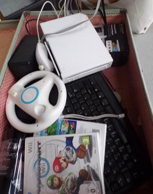 Box of electrical items inc keyboard, speaker & Nintendo Wii