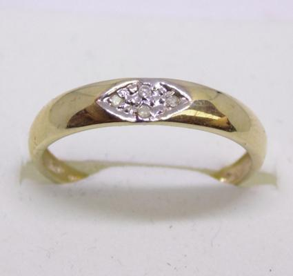 9ct gold diamond ring - size O
