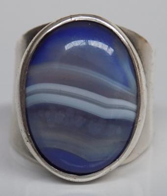 Vintage sterling silver ring with blue lace agate centre stone - hallmarked Birmingham circa 1978 - approx. size P
