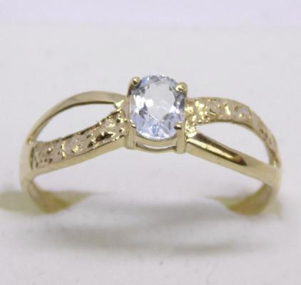 9ct gold diamond and blue topaz ring - Size O 1/2