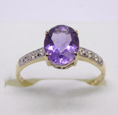 9ct gold diamond and oval amethyst ring - size O