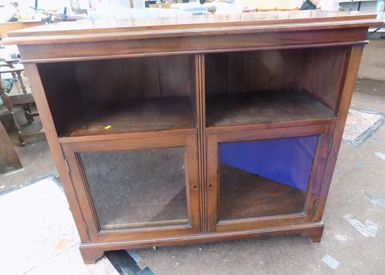 Mahogany glass fronted display cabinet with 2 keys