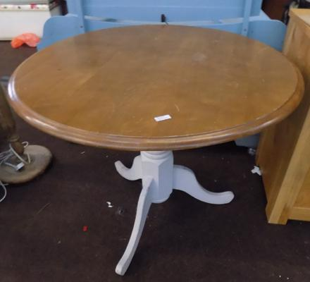 Round shabby chic table
