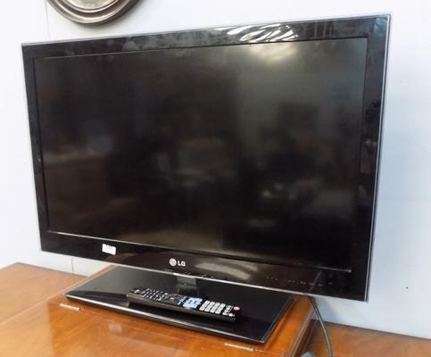 "LG 32"" TV with remote in working order"