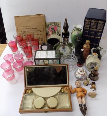 Small box of mixed collectables