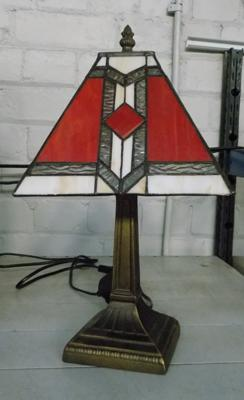 Table lamp with Tiffany style shade