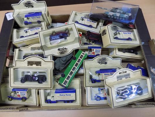 Box of diecasts, mainly boxed