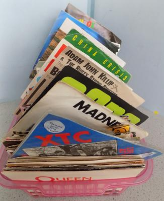 Selection of singles incl. Queen, Bowie, Skids etc.