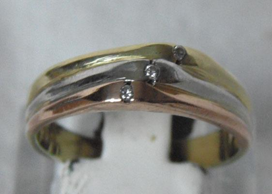 14ct gold diamond trilogy ring (3 coloured gold)