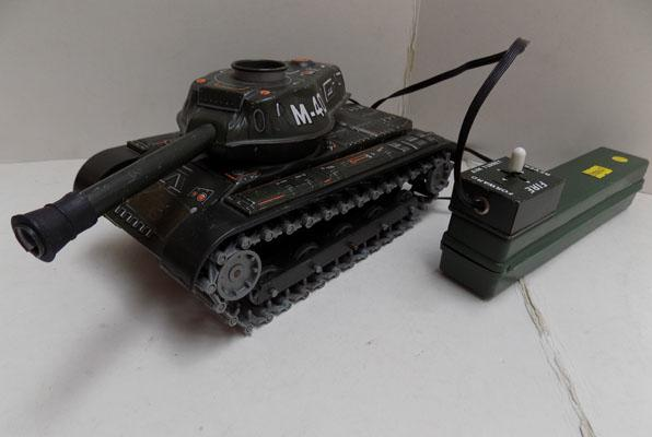 Battery operated tinplate tank in working order