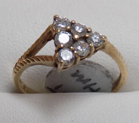 9ct gold unusual triangle ring - 6 stone setting (size N1/2)