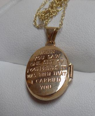 9ct gold chain & 9ct gold footprints locket