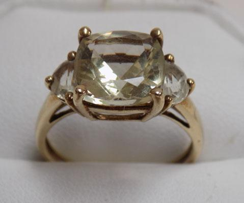 9ct gold dress ring set with light green sapphire stone (size Q1/2)
