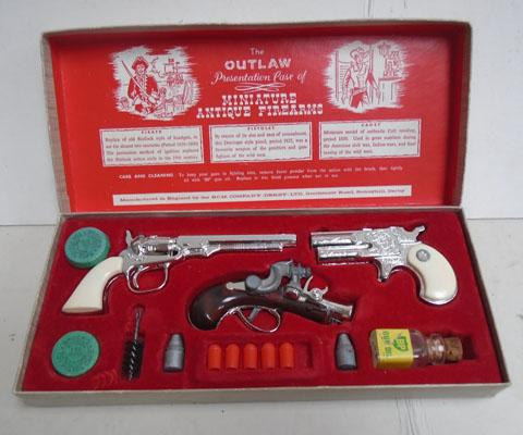 The Outlaw presentation case, antique firearms by BCM, Derby 1960's
