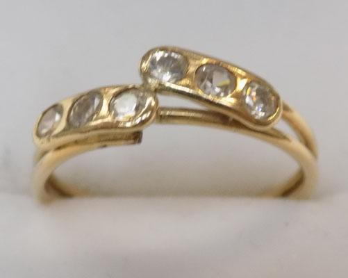 9ct gold white stone cluster ring size M1/2