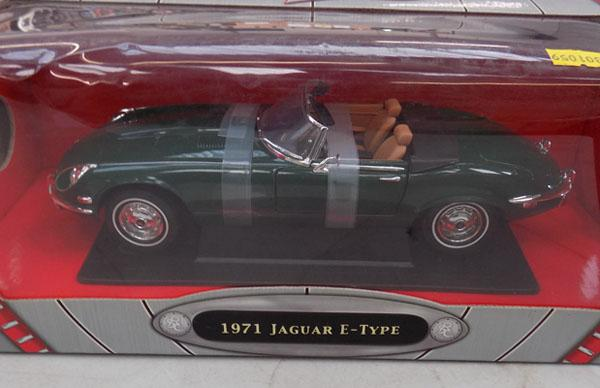 E-type Jaguar 1971 - road signature collection