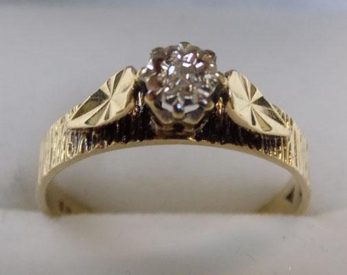 9ct gold diamond solitairs ring size N1/2