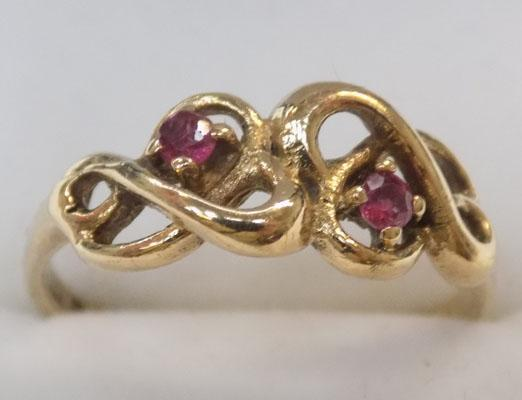 9ct gold and ruby ring size L1/2