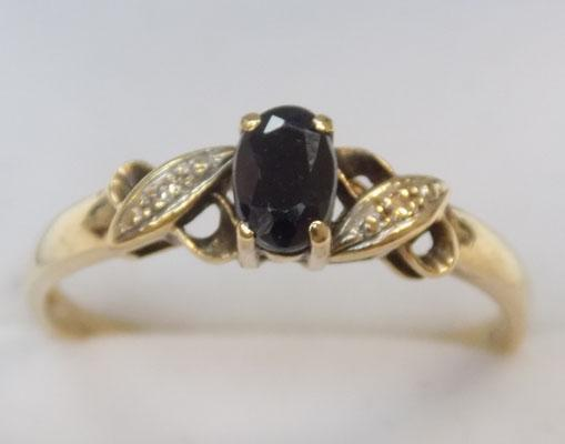 9ct gold diamond and sapphire ring size T 1/2