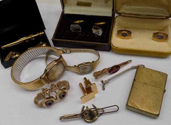 Selection of vintage gents items inc cuff links,tie clips & lighter