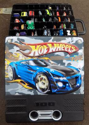Hot wheels collectors case with cars