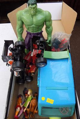 Racing cars + crew, Scooby Doo figures, Mystery machine van & Hulk