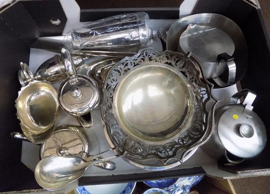 Box of plate ware & stainless steel