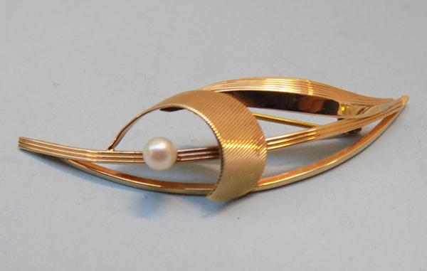 Art Nouveau 9ct gold & pearl brooch