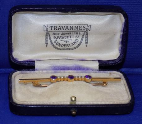 9ct Gold amethyst & seed pearl bar brooch