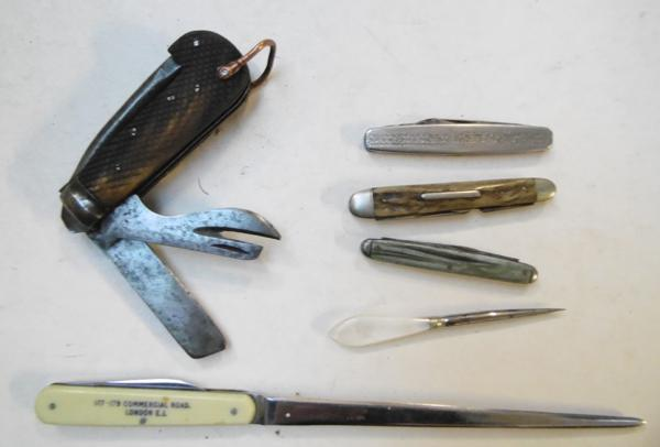 Selection of 5 vintage knives