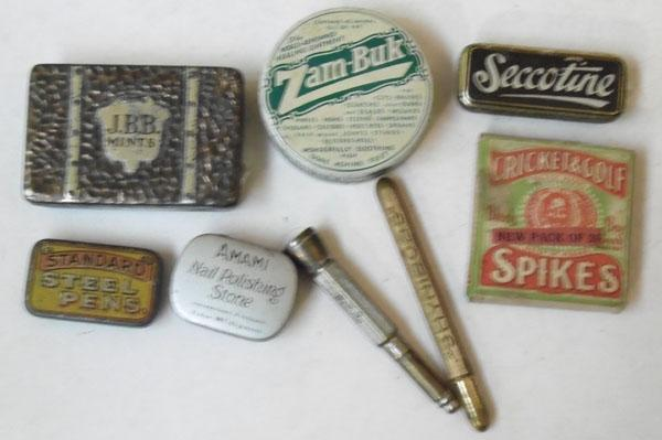 Tray of vintage advertising collectables