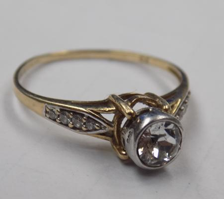 9ct Gold and CZ ring approx size J