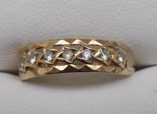 9ct gold ring - approx. size N