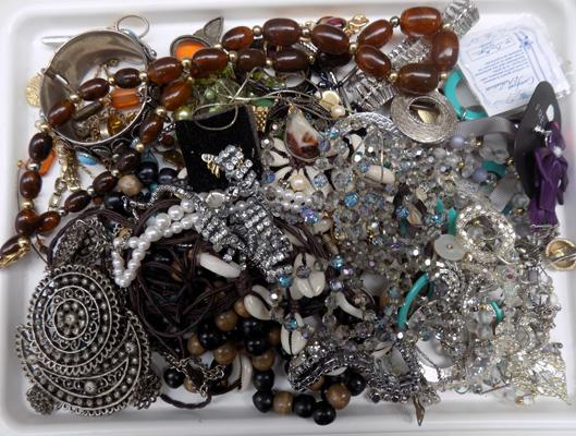 Tray of costume jewellery incl. vintage jewellery