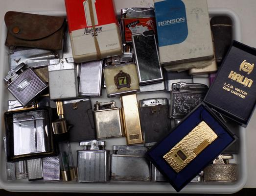 Large selection of vintage lighters incl. Ronson, Marksman - some boxed