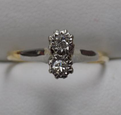 18ct gold and platinum diamond ring - size N1/2