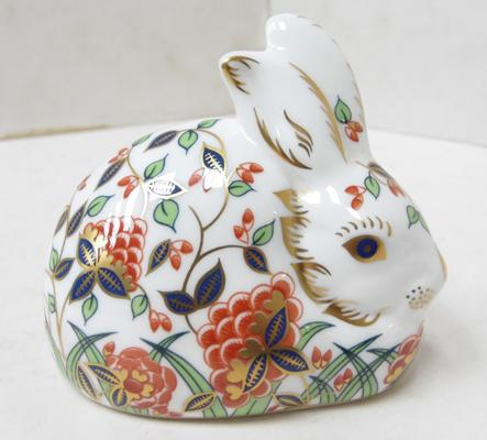 Royal Crown Derby Meadow rabbit paperweight, gold stopper, no box - no damage