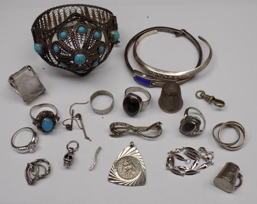 Selection of silver & white metal items/jewellery