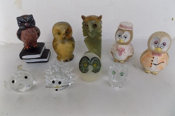 Selection of owl ornaments & other items
