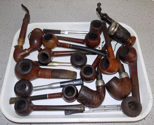 Large collection of vintage smokers' pipes, incl. silver rimmed pipes