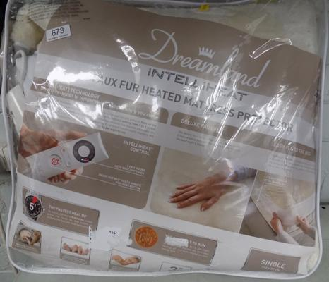 Single dreamland mattress protector