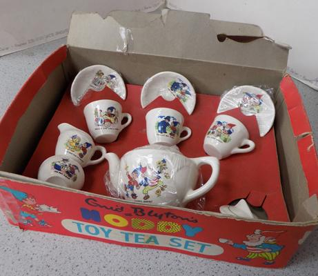 Enid Blyton's Noddy tea set-small chip on small bowl