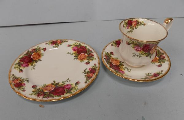 Royal Albert Old Country Roses trio