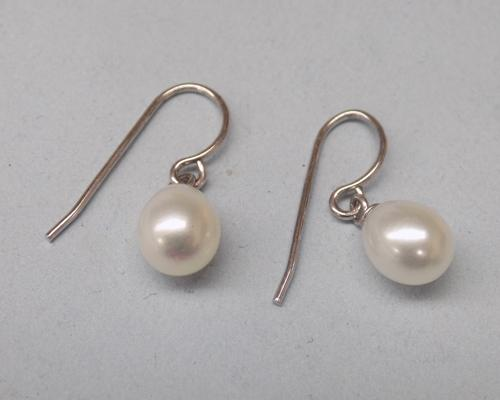 Pair of 925 silver and cultured pearl earrings - new and unused