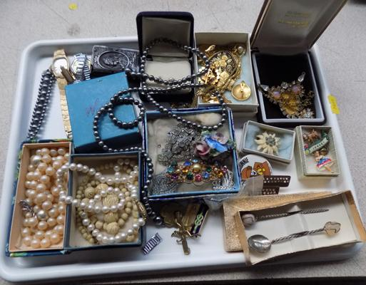 Tray of mixed jewellery and collectables