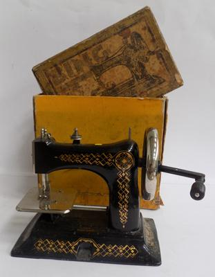 Vintage sewing machine in box - Bing Company