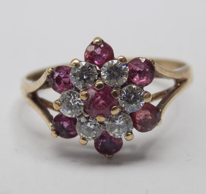 9ct gold Ruby cluster ring - size L 1/2